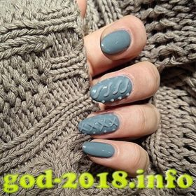 stilnyj-manikjur-shellakom-na-novyj-god-2018-idei