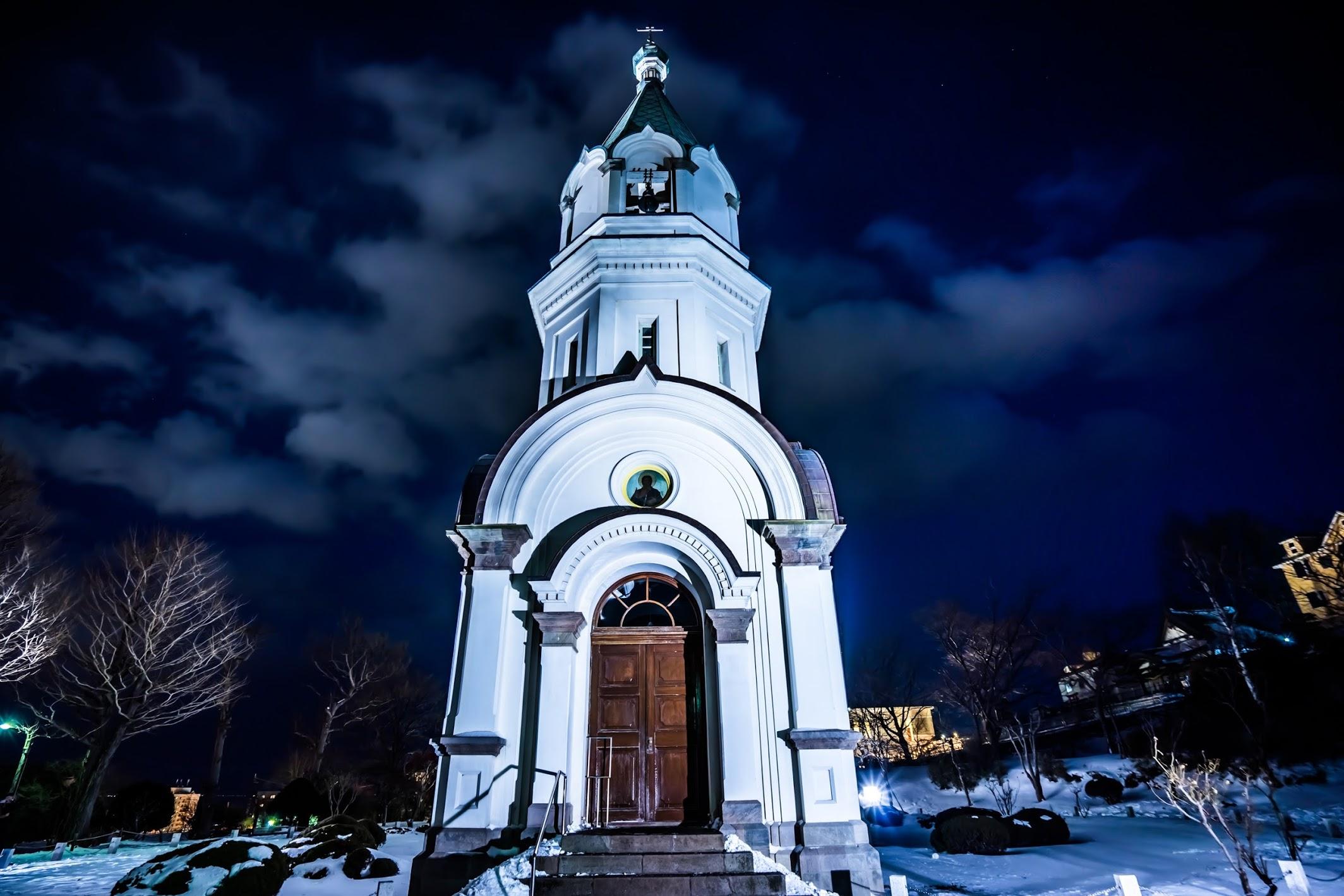 Ночью у церкви