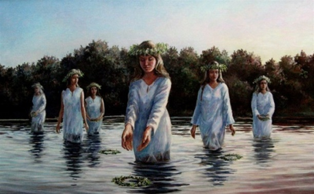 Девушки в реке